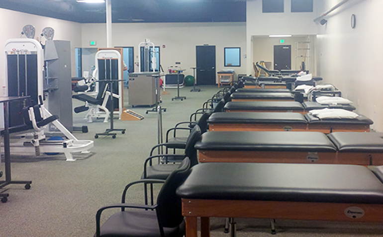 Drayer Physical Therapy in Gadsden, AL Treatment Tables