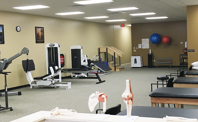 Drayer Physical Therapy in Centre, AL Clinic Interior